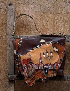 "КОЖАНАЯ СУМКА ""УЛОЧКИ ПРАГИ"": mimika12 — LiveJournal Leather Crossbody Bag, Leather Handbags, Wooden Bag, Carpet Bag, Leather Art, Wallets For Women Leather, Unique Bags, Beautiful Bags, Purses And Handbags"