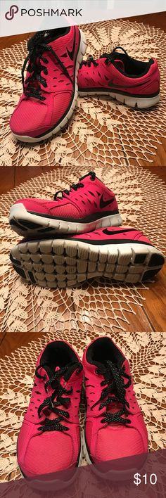 Nike Tennis Shoes Youth Sz 6 bright pink and black Nike tennis shoes. Excellent used condition Nike Shoes Sneakers