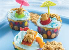 Teddy-at-the-Beach Cupcakes! Here's a fun way to end your day at the beach! Kids can help arrange teddy bear-shaped graham snacks on top of frosted cupcakes. see the life saver gummy rings? Cupcake Party, Cupcake Cakes, Rose Cupcake, Cupcake Frosting, Cupcake Liners, Cupcake Wrappers, Cupcake Recipes, Dessert Recipes, Beach Cupcakes