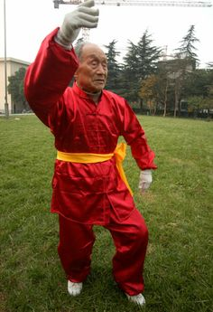 At 106 years of age, Mr. Guo Cairu practices Tai Chi every day in Nanjing, China. He began to learn Tai Chi at the age of 80, following a serious illness. - taichicrossroads.blogspot.com #TaiChi #Taijiquan