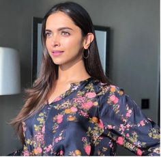 Deepika Padukone is on cloud nine as her latest release Padmaavat is receiving a lot of praise from critics as well as the audience. Deepika has been lauded by one and all for her . Deepika Padukone Saree, Deepika Padukone Latest, Aishwarya Rai, Bollywood Celebrities, Bollywood Actress, Female Celebrities, Indian Celebrities, Deeps, Dipika Padukone