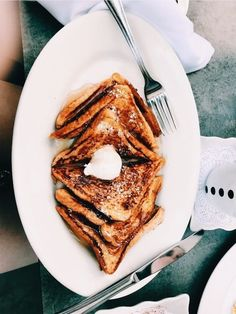 French toast everyday please! Baby Food Recipes, Snack Recipes, Snacks, I Love Food, Good Food, Yummy Food, Breakfast And Brunch, Food Goals, Aesthetic Food