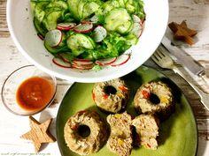 Hack-Guglhupf mit Gurken-Radieschen-Salat - lowcarb Abendessen - Rezept mit Tatar, Paprika, Zwiebeln, Gold Leinsamen, Ei. Gesund Abnehmen ohne hungern.