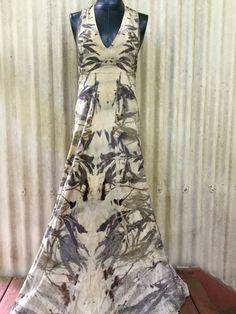 Vestido de diseñador de pura seda teñida con plantas nativas