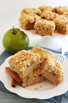 The Comfort of Cooking » Spiced Apple-Caramel Crumble Bars