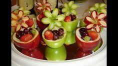 Decoraciones de mesas con frutas.