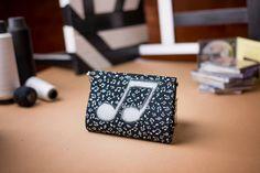 Bolsa-carteira . Música & Moda