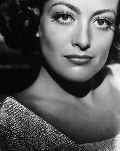Los increíbles ojos de Joan Crawford parecen poderte atravesar