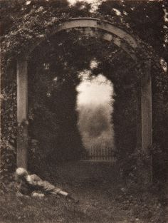 moonlitcorner:  Clarence H. White, Entrance to the Garden, photogravure, 1908