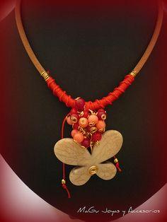 Collar | Hecho con cuero, piedras en coral y rojo, dije de m… | Flickr