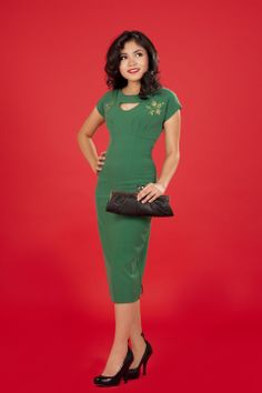 I desperately want the elegance of the 1950's to come back in style. Amazing dress.