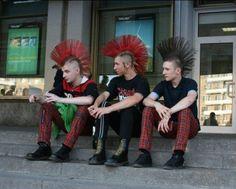 Russian punx Punk Mohawk, Estilo Punk Rock, Punk Guys, Skin Head, Punks Not Dead, Cool Pops, Punk Rock Fashion, Emo Scene, Punk Art
