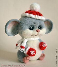 Best 11 Bull Ferdinando on Felt - SkillOfKing.Com - Her Crochet - Needle felting - Gatos Christmas Images, Felt Christmas, Handmade Christmas, Christmas Crafts, Clay Crafts, Felt Crafts, Diy And Crafts, Felt Mouse, Baby Mouse