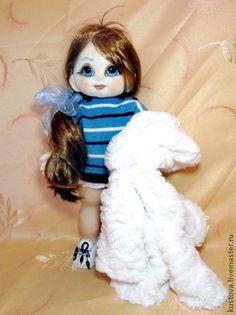 Анюта. Анюта - очаровательная девочка!  У Анюты все суставчики подвижны - голова поворачивается и наклоняется, руки в плече, локоточке по 2м позициям, ножки в бедре и коленочке. Соединение смешанное.  Куколка из флиса.