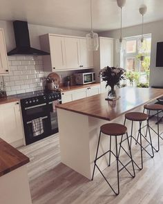 Small Kitchen Diner, Small Open Plan Kitchens, Open Plan Kitchen Dining Living, Kitchen Diner Extension, Cosy Kitchen, Kitchen Room Design, Living Room Kitchen, Kitchen Interior, Small Kitchen With Island
