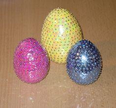 Nun kann das Osternest gefüllt werden mit diesen wunderschönen 3 Stück Ostereiern in Paillettenkunst von mir gefertigt.