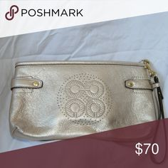 d17eaf643443 Shop Women s Coach size OS Clutches   Wristlets at a discounted price at  Poshmark. Used 1 time.