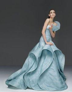 blue gown Haute-Couture-Atelier-Versace-Dress-including-the-sketch Style Haute Couture, Couture Fashion, Versace Fashion, Juicy Couture, Look Fashion, High Fashion, Fashion Design, Simply Fashion, Gothic Fashion