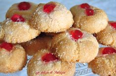Amaretti all_alchermes Italian Desserts, Allrecipes, Delish, Biscuits, Cheesecake, Deserts, Muffin, Sweets, Cookies