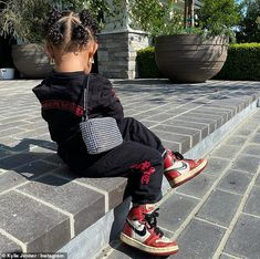 Kylie Jenner dotes on her adorable daughter Stormi in sweet snaps Baby Outfits, Cute Little Girls Outfits, Kids Outfits Girls, Baby Girl Fashion, Toddler Fashion, Kids Fashion, Kylie Jenner, Kids Yeezys, Jenner Girls