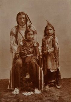 Native North American Indian - Old Photos Native American Children, Native American Photos, Native American History, Native American Indians, Cheyenne Indians, Indian Tribes, Native Indian, Eskimo, Women In History