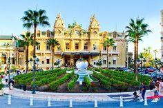 Monte Carlo' nun filmlere de mekan olan bu ünlü kumarhanesi haliyle turistlerin akinina ugramakta. Ambiyansı merak edenler içine girip turistler icin ayrilan bolumde sanslarini deneyebilirler.  #uzaklaryakin #monaco #montecarlo #casino #retro #throwback #vacation #traveltheworld #bestdiscovery #travel #gezi #photography #photooftheday #photographers_tr #fotograf #europe #seyahat #gezgin #macera #yolculuk #cokgezenlerkulubu #turkishfollowers #yol #instatravel #travelgram #instaturkey…