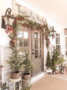 Christmas Front Doors, Christmas Porch, Christmas Store, Christmas In July, Winter Christmas, Christmas Ideas, Christmas Window Boxes, Christmas Manger, Xmas Tree
