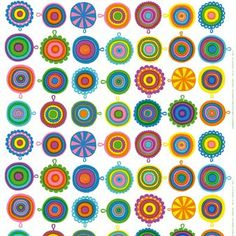 De vrolijke Lappuliisa stof van Marimekko is vaak zichtbaar op de kleurrijke pannenlappen. Het design is ontworpen door Maija Louekari, verkrijgbaar in twee kleurcombinaties.