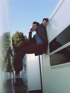 Dylan O'Brien oh he's just chillaxin in the air in between to trailers