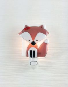 This beautiful girl fox will be adorable in your baby's nursery! Handmade with care, in Montréal, by Veille sur toi. www.VeilleSurToi.etsy.com