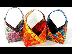 How to make paper baskets. In this tutorial I will show you how to make baskets made super easy role to make and serve both to store things, how to decorate, to make original gifts, sell and serve as decorative pots Newspaper Bags, Newspaper Crafts, Candy Wrapper Purse, Making Baskets, Paper Purse, Paper Weaving, Easy Diy Gifts, Original Gifts, Paper Basket