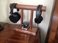 10 Super Creative DIY Headphone Stand Ideas (Some are from Recycled Materials) Diy Headphone Stand, Headphone Holder, Wall Shelf Decor, Wall Shelves, Wooden Lamp, Wooden Diy, Wall Stencil Designs, Diy Headphones, Wood Table Design