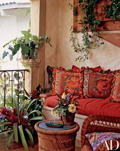 Spanish style terrace Love the colors/prints Mexican Hacienda, Hacienda Style, Mexican Style, Spanish Style Homes, Spanish Revival, Spanish House, Spanish Colonial, Feng Shui Colores, Elsie De Wolfe
