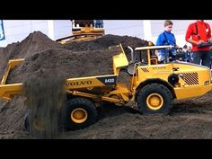 XXL RC CONSTRUCTION SITE BIG SCALE MODEL DUMP TRUCKS AND EXCAVATOR IN ACTION AMAZING !!! - YouTube