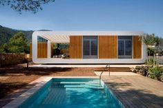 """La firma """"NOEM by THINK CO2"""" realizó un magnífico proyecto de casa prefabricada ecológica compuesta por dos módulos, en la Sierra de Espadán (España)."""
