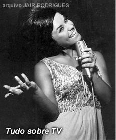 """- Pesquisa Google A TV Record, em 1965, lançou o programa """"O Fino da Bossa"""", comandado pela cantora Elis Regina, na época com apenas 20 anos. Por Elis Regina e Jair Rodrigues"""