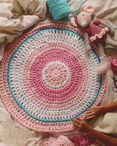 "SusiMiu en Instagram: ""b a b y #susimiu #pink #handmade #crochet #ganchillo #instababy #baby #kids #blue #cute #love #lovely #rug #deco #instadeco #decor #instagram"""
