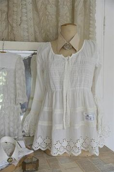 Jeanne d'Arc Living- Pretty Heart Blouse Nice blouse in the finest cotton, with bottom edges in lace. Available in sizes Small, Medium, Large, and X-Large Quality: 100% Cotton Color: White