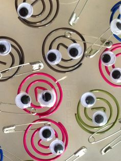 A great and easy swap for Daisies and Brownies.literally a twist on another pin I saw. Instead of regular paperclips, I use the circular ones. Bigger googlie eyes look better than smaller ones. Girl Scout Swap, Girl Scout Leader, Girl Scout Troop, Scout Mom, Boy Scouts, Brownie Girl Scouts, Girl Scout Cookies, American Heritage Girls, Girl Scout Activities