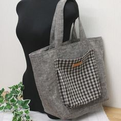 Tote pattern and tutorial in Japanese My Bags, Purses And Bags, Sewing Tutorials, Sewing Projects, Bag Quilt, Diy Sac, Purse Patterns, Tote Pattern, Pattern Paper