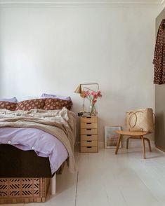 Ombygning part IV: Vores soveværelse er færdigt (næsten) – TRINESBLEND Nyt soveværelse på budget Hippie Home Decor, Fall Home Decor, Home Decor Bedroom, Cheap Home Decor, Decor Room, Bedroom Signs, Bedroom Rustic, Bedroom Apartment, Diy Bedroom