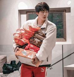 Jin, me das hambre. Seokjin, Hoseok, Namjin, Kpop, Bts Dispatch, Worldwide Handsome, Bts Pictures, Boyfriend Material, Taehyung