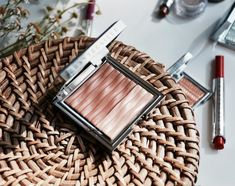 Chantecaille La Sirena Bronzer-Highlighter Duo #makeup #beauty #makeupexpert Bronzer, Makeup Junkie