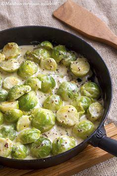 Maistuis varmaan sullekin!: Sinappisessa kermassa haudutetut ruusukaalit Sprouts, Vegetables, Food, Essen, Vegetable Recipes, Meals, Yemek, Veggies, Eten