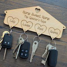 Porta Chaves em MDF Personalizado. Quer um como este para a sua casa? Entre em contato conosco pelo site www.dmfgrafica.com.br  ou pelo whatsapp (51) 99879-0301