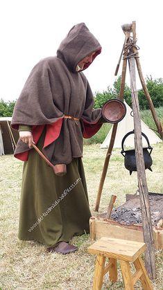 Cappa, brown and red wool cloth tags: Mittelalter, medieval, reenactment, living history, Gewandung, Mantel leidung 13. Jahrhundert | die Handmaid