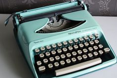 Vintage Baby Blue Typewriter - Perfect condition Sperry Rand - Remington Streamliner