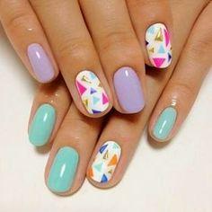 Diseño de uñas sencillo en colores pasteles. #nails #nailart #uñas #diseñosdeuñas #belleza
