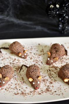 Strawberry Halloween, Strawberry Mouse, Strawberry Recipes, Chocolate Mouse, Halloween Chocolate, Chocolate Fudge, Healthy Halloween Treats, Halloween Desserts, Halloween Cakes