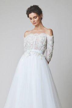 Свадебное платье с кружевными узорами